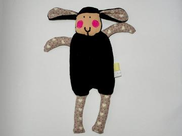 Sale retail: Doudou Mouton Noir - Mon petit coeur - création originale