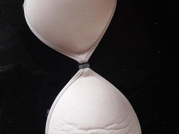 Ilmoitus: Itsestään kiinnittyvät rintaliivit, koko M