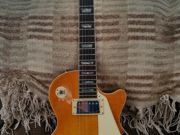 Renting out: Agile Honeyburst 3010 Les Paul