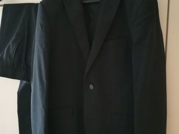 Ilmoitus: Miesten tumma puku