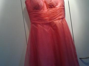 Ilmoitus: Kauni mekko