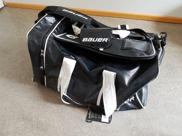 Myydään: Barely used BAUER Hockey durable bag!