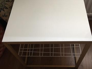 Myydään: Table with metal shelf under