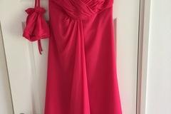 Ilmoitus: Fuksian värinen kaason mekko