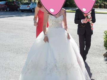 Ilmoitus: Casablanca Bridal 2077