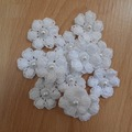 Vente au détail: fleurs  blanc au crochet avec perles