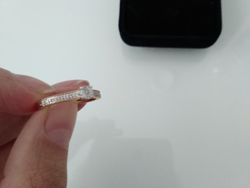 Ilmoitus: Keltakultainen timanttisormus 15