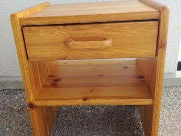 Myydään: Yöpöytä/bedside table