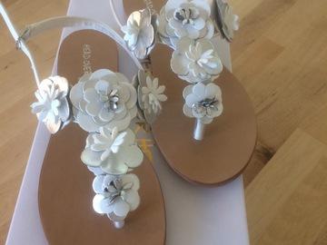 Ilmoitus: Kukalliset sandaalit
