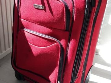 Myydään: Suitcase