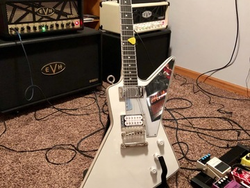 Renting out: Tommy Thayer Epiphone Explorer