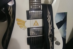 Renting out: Schecter C-1 FR w/ Original Floyd Rose