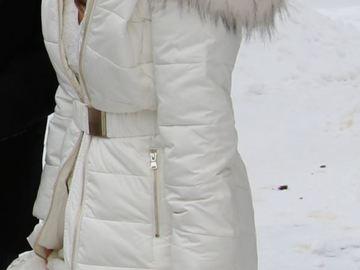 Ilmoitus: Valkoinen talvitakki, koko 38