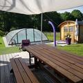 NOS JARDINS A LOUER: Jardin sécurisé avec piscine chauffée.