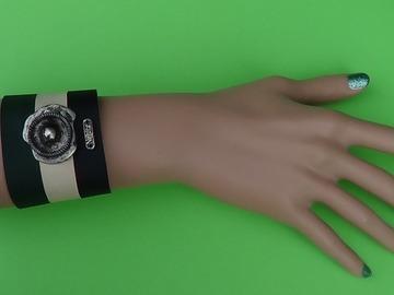 Vente au détail: Bracelet cuir, vert, beige, métal vieilli