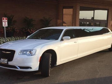 Per Hour: Chrysler Luxury Limousine - 10 Passengers (4 Hr. Min)