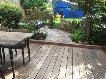 NOS JARDINS A LOUER: Jardin paysagé avec jacuzzi, barbecue ofyr et Baby foot