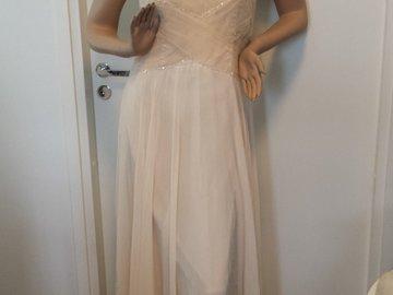 Ilmoitus: Vaalean persikan värinen puku