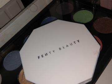 Regalando: Regalo blush iluminador Fenty x Rihanna