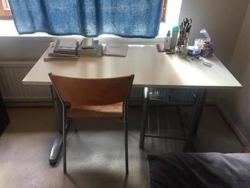 Myydään: Desk/Table/vastaanotto/pöytä + chair/tuoli