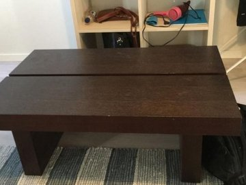 Selling: Wooden table (100% Hardwood)
