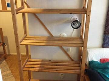 Myydään: 2 hyllykköä / 2 shelves