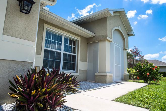 Sensational 4 Bedroom 2 Baths W Pool Vacation Rental In Cape Coral Fl Home Interior And Landscaping Spoatsignezvosmurscom