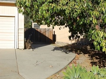 Monthly Rentals (Owner approval required): Los Angeles driveway in Montecito Heights: safe neighborhood
