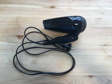 Myydään: a hair dryer