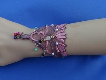 Vente au détail: Bracelet dentelle brodée rose jeune fille