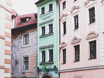 Offering: Gay life in Prague with Georgie