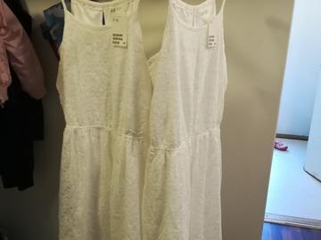 Ilmoitus: Kaksi tyttöjen mekkoa
