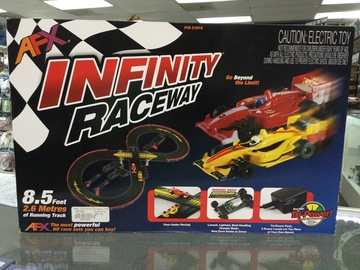 Selling: AFX Infinity Raceway set