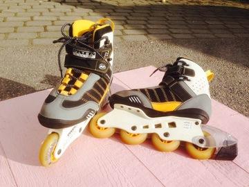 Myydään: Roller skates