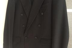 Ilmoitus: Turo musta puku 52B