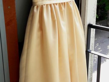 Ilmoitus: Kaunis keltakultainen morsius-/kukkaistytön mekko