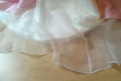 Ilmoitus: Käyttämätön vaaleanpunainen /valkoinen puku