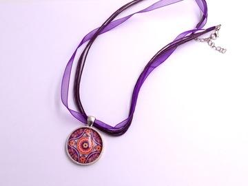 Vente au détail: Collier organza coton, métal argenté, verre, mandala