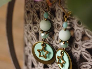 Vente au détail: Boucles d'oreilles goutte et étoile vertes