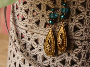 Vente au détail: Boucles d'oreilles ethnique bleu pétrole