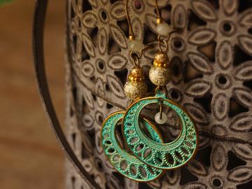 Vente au détail: Boucles d'oreilles estampe vert et or