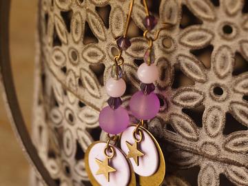 Vente au détail: Boucles d'oreilles goutte et étoile violettes