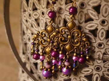 Vente au détail: Boucles d'oreilles chandelier violet