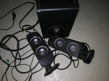 Myydään: PC speaker 2.1