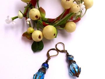 Vente au détail: Boucles d'oreilles en cristal bleu, métal, bijoux fait main
