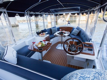 Rent per hour: Cruise Palm Beach