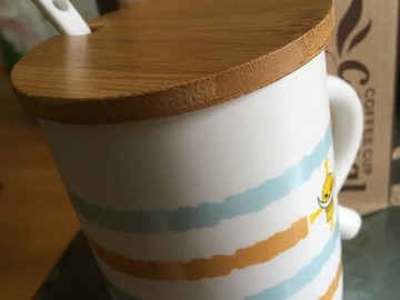 Myydään: NEW Tea/Coffee Mug with lid and spoon