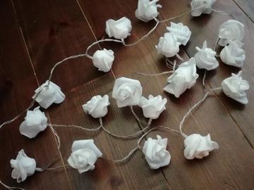 Ilmoitus: Myydään 5 ruusuvalosarjaa paristoineen