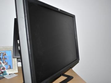 """Myydään: 24"""" hp monitor"""