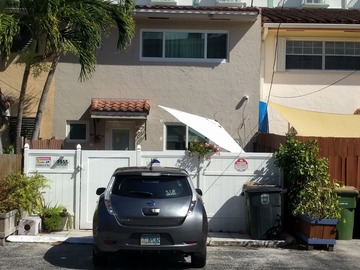 Daily Rentals: 5 min to beaches, 10 min to Aventura, 20 min to MIA. EV Charger!
